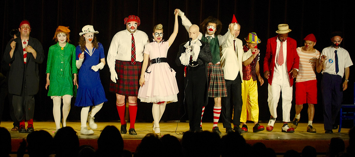 tgcmc-spectacle-caravane-des-clowns-1200.jpg